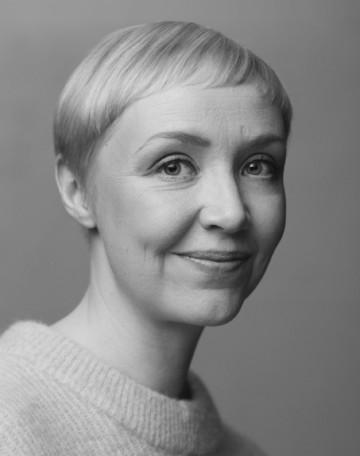 Mustavalkoinen kuva Laura Boxbergista.