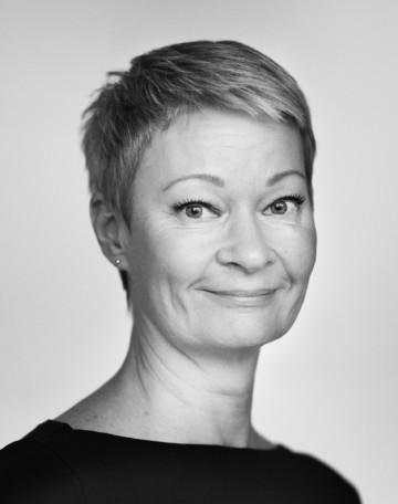 Black and white portrait of Sari Väänänen.